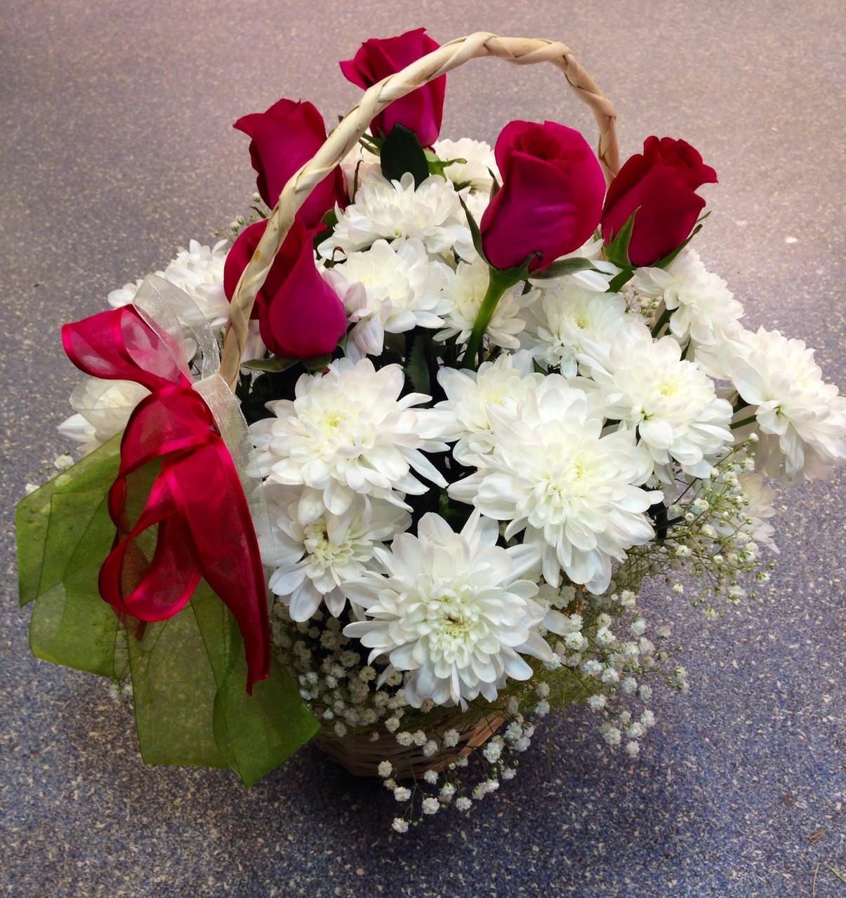 Цветы из хризантем и роз фото
