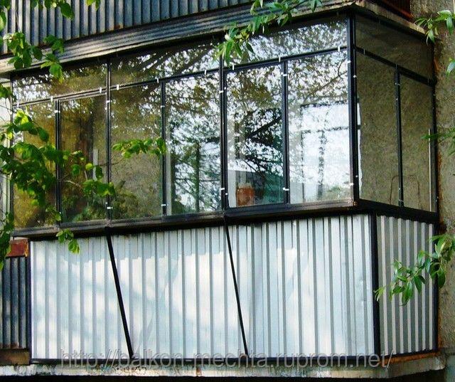 Металлические балконные рамы.