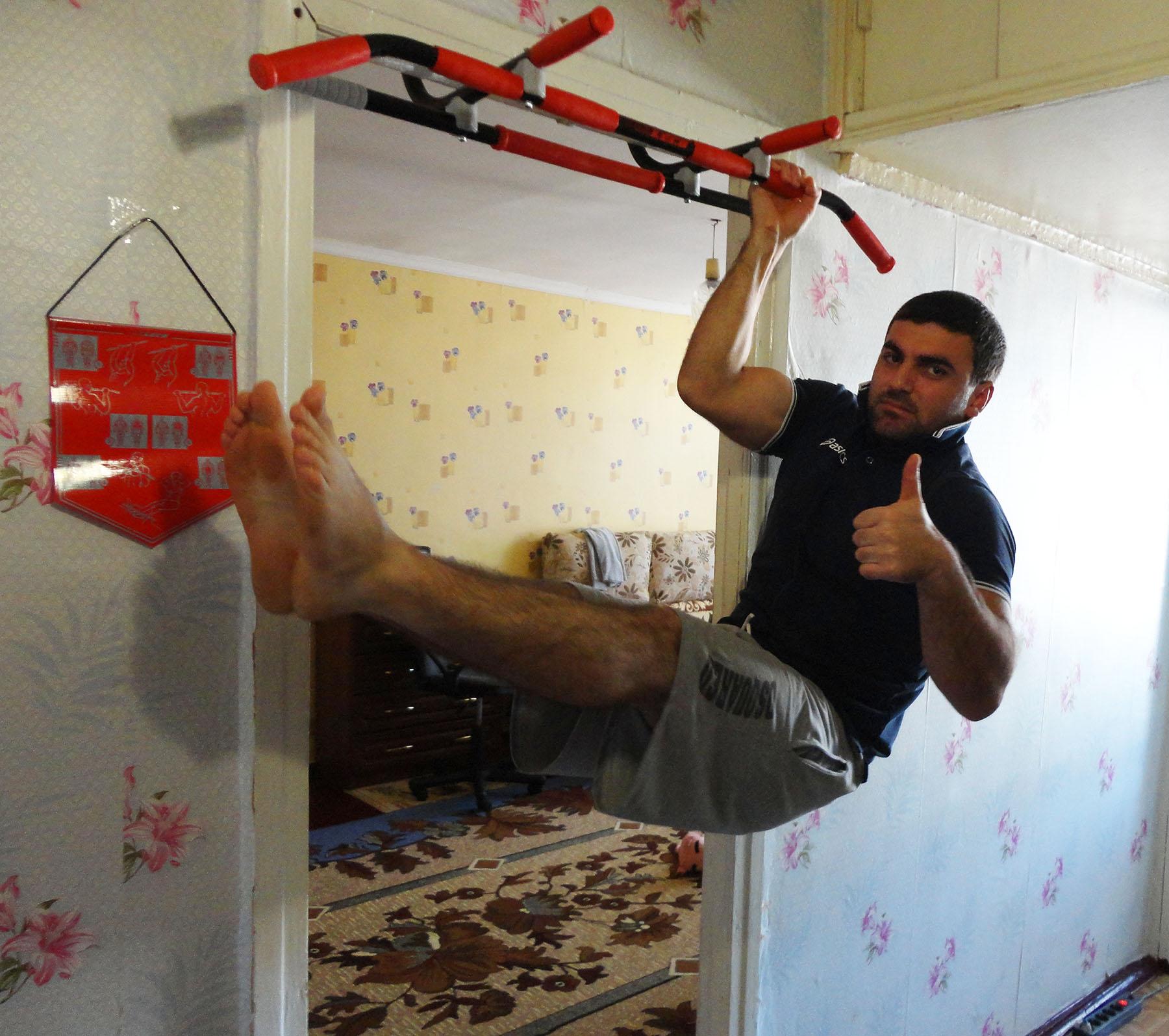 Как сделать турник в квартире своими руками в дверном проеме