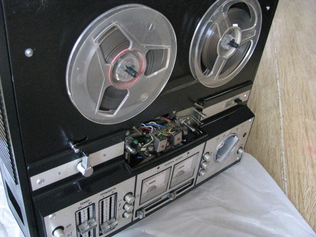 Катушечный магнитофон ''Астра-110-1-стерео''.