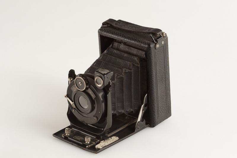 давно уже немецкая фотокамера гармошка строго