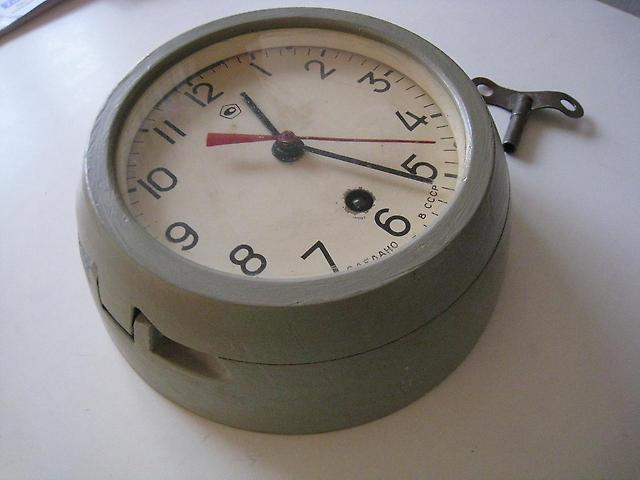 Продать корабельные часы работы стоимость крейсер аврора часы и