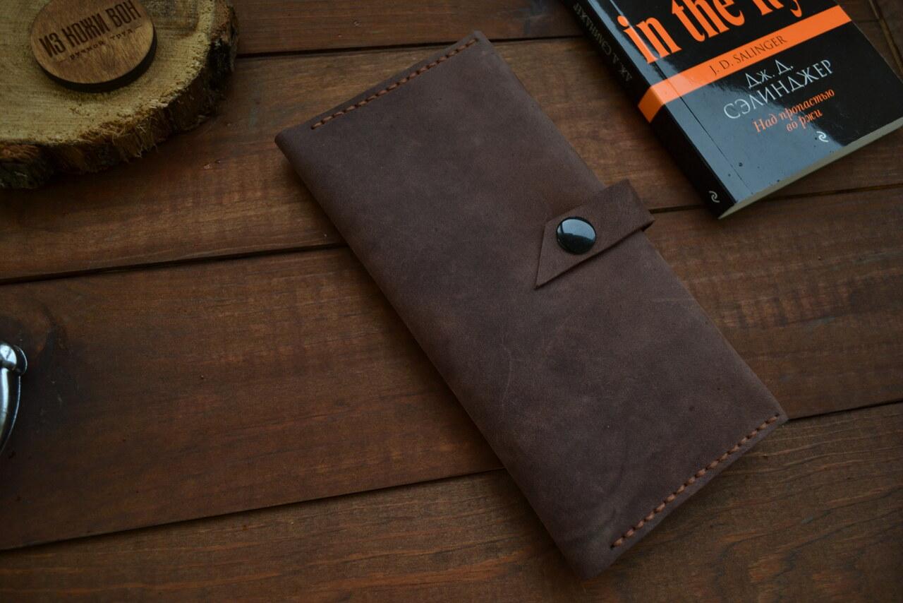 d03c771a2552 2 отдела под купюры - Большой отдел для мелочи на кнопке - Карман для  смартфона - 6 отделов для банковских карт. Натуральная кожа из Италии.