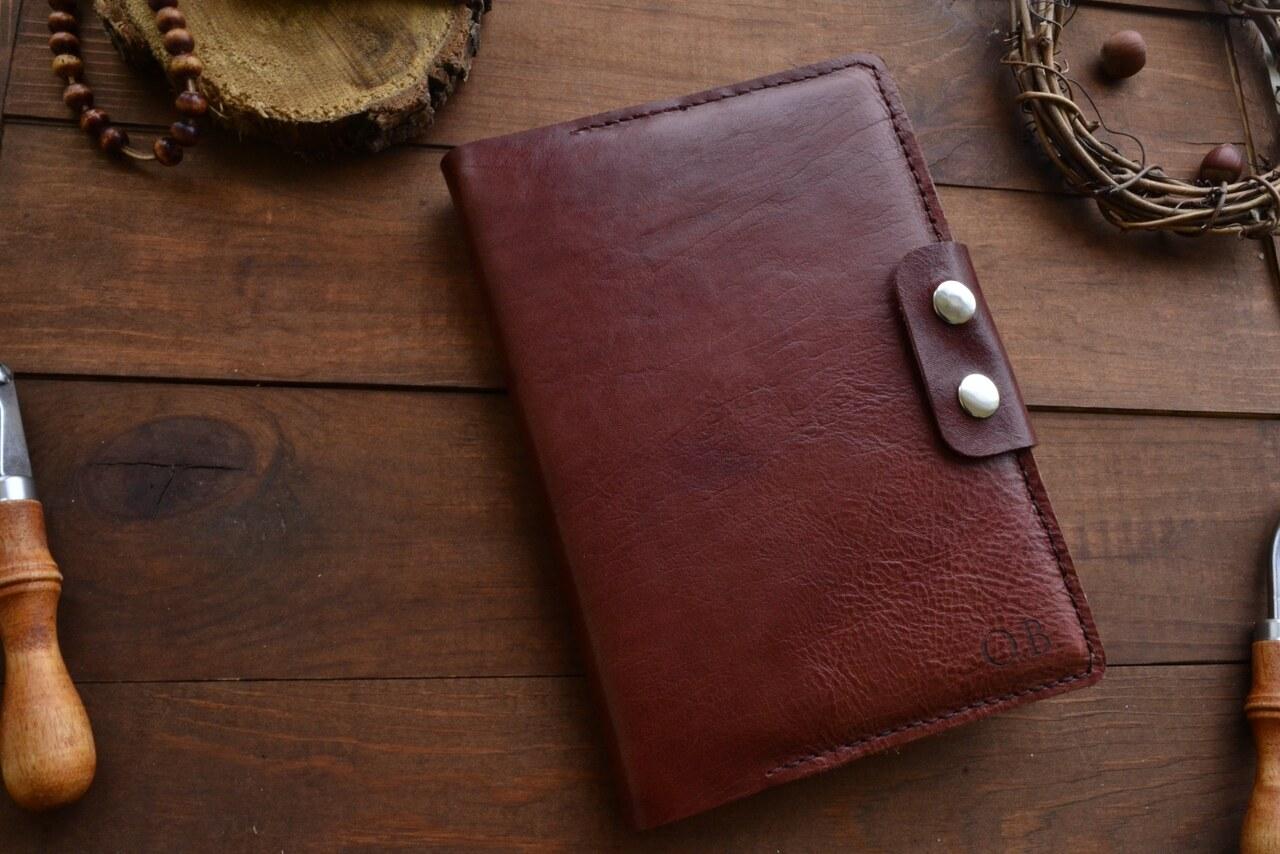 d26571b88db2 Обложка на ежедневник из итальянской кожи. 3 отдела для банковских карт.  Индивидуальная именная гравировка.