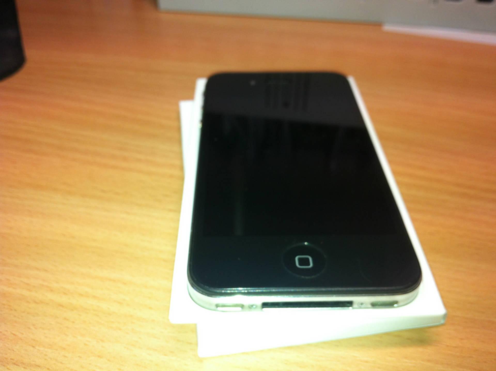айфон 4 чёрный фото